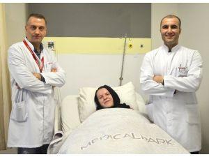 Dünyada 40 Hastanın Yakalandığı Kanseri Karnındaki Bebeğiyle Birlikte Yendi