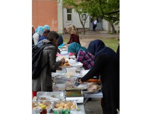 Üniversite öğrencilerinden Bosnalı bebekler için kermes