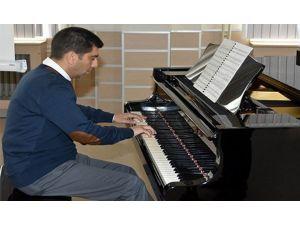 Ünlü Piyanist Türev Berki OMÜ'de