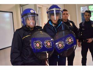 Özel Öğrenciler Polis Oldu