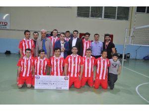 Kırkağaç'ta Voleybol Turnuvasının Şampiyonu Ayyıldız
