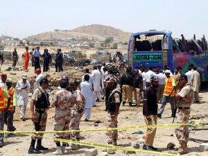 Pakistan'da trafik kazası: 19 ölü