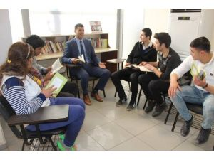 Reyhanlı Gençlik Merkezi Kitap Okuma Alışkanlığı Kazandırıyor