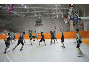 NEÜ'de Geleneksel Spor Şenlikleri Başladı