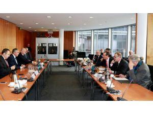 Akıncı: Çözüm için Türkiye ve Yunanistan'ın desteğine ihtiyacımız var