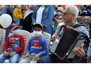Lösemili Çocuklar Şarkı Söyleyip Dans Etti