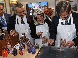Başbakan Davutoğlu ebru çalışması yaptı