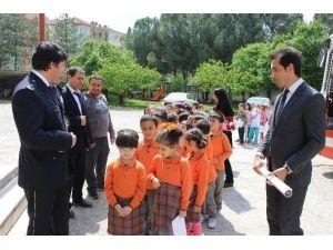 Minik Öğrencilerden Emniyet Müdürlüğü'ne Ziyaret