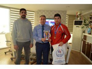 Şampiyon Kick Boksçu Gençoğlu Ödüllendirildi