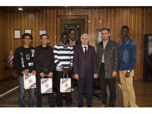 Erzurum Uluslararası Öğrenci Derneği'nden, Atatürk Üniversitesi Rektörü Hikmet Koçak'a Ziyaret