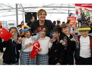 Konak'ta Çocuklar 23 Nisan'ı El Ele Kutlayacak