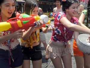 Tayland'da Su Bayramı Yine Kana Bulandı 181 Ölü, 1777 Yaralı