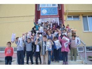 Hanönü CHP Kadın Kolları Minik Öğrencilere Ayakkabı Dağıttı