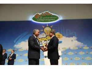 Başkan Yaman, Birincilik Ödülünü Başbakan Davutoğlu'nun Elinden Aldı