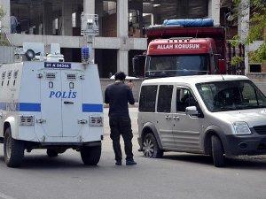 Diyarbakır'da gençlik merkezine saldırı: 1 yaralı