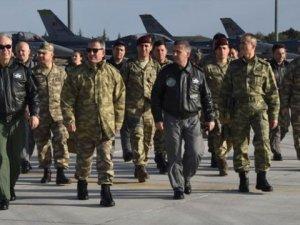 İlk Kez Genelkurmay Başkanı Giydi! Askere Uydudan Görünmeyen Kamuflaj