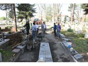 Yenersoy, Mezarlıklardaki Çalışmaları İnceledi