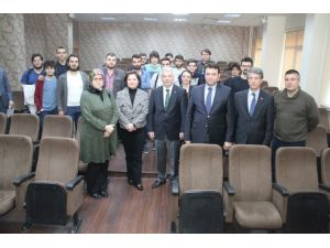 Başkan Vekili Özak Öğrencilere Mimari Tecrübelerini Aktardı