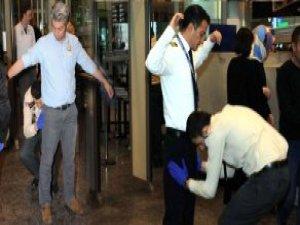 Havalimanı Personeli de Y.olcular Gibi Kemer, Saat Çıkaracak