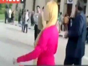 Mısır'da Bir Kadın Pembe Giydiği İçin Taciz Edildi!