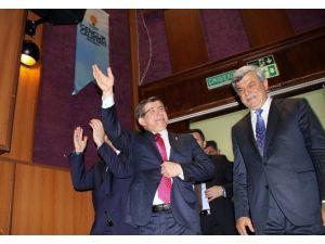 Başbakan Davutoğlu, Kocaeli'de Gençlik Çalıştayı'na Katıldı