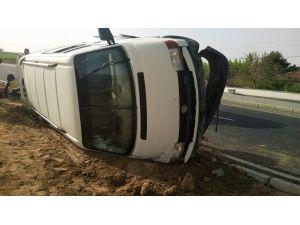 Kırşehir'de servis aracı devrildi: 7 işçi yaralı