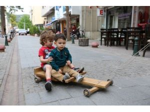 Selçuk'ta Çocuk Oyuncakları Sergisi Açıldı