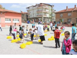 Öğrenciler 23 Nisan İçin Hazırlanıyor