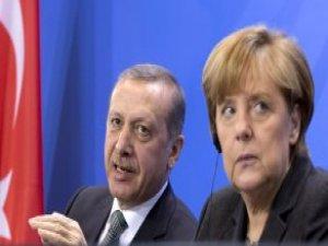 Erdoğan'a Hakaret Eden Mizahçı Hakkında Soruşturmaya Merkel'den İzin Çıktı!