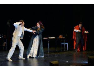 Boğaziçi Gösteri Sanatları Topluluğu'na Büyük Alkış