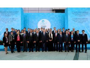 Cumhurbaşkanı Erdoğan Zirve Çalışanlarıyla Hatıra Fotoğrafı Çektirdi