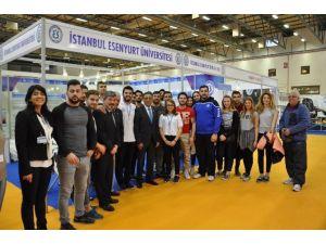 Kick Boks Şampiyonu Fatih Çimiç, Spor Ve Aktif Yaşam Fuarı'nda Üniversitesini Temsil Etti