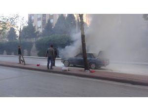 Konya'da seyir halinde alev alan otomobil kül oldu