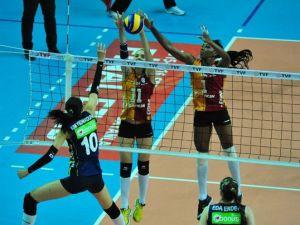 Fenerbahçe, Galatasaray'ı 3-1, VakıfBank, Eczacıbaşı'nı 3 - 0 mağlup etti