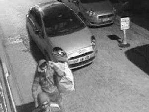 Boyası Kalkmış Otomobil Hırsızı Ele Verdi