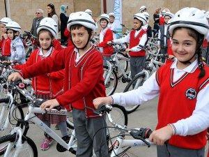 Sağlık Bakanı Müezzinoğlu: 23 Nisan'da çocuklara 65 bin bisiklet dağıtılacak