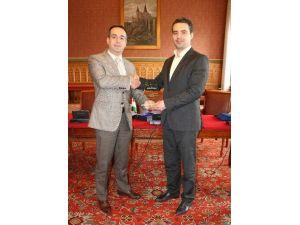 Macaristan Parlamentosu'ndan MÜSİAD'a Şükran Plaketi