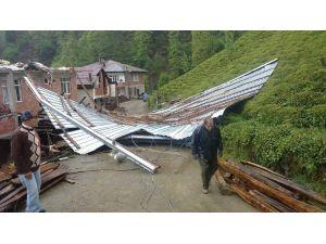 Rize'nin Çamlıhemşin İlçesi'nde Şiddetli Rüzgar Çatıları Uçurdu