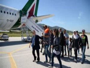 Papa Francesco, Midilli'den 12 Mülteciyi İtalya'ya Getirdi