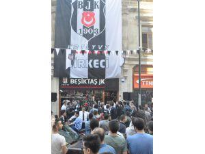 Beşiktaş'ın yıldızı Quaresma, taraftarlarla buluştu