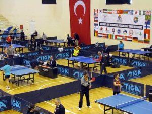 Uluslararası Masa Tenisi Turnuvası Çeşme'de Başladı
