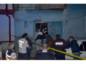 Misafirliğe Gittiği Evde Bıçaklanarak Öldürüldü