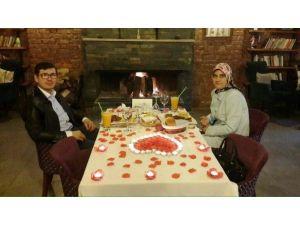 Evlilik Okulu'ndaki Şanslı Çifte Romantik Hediye