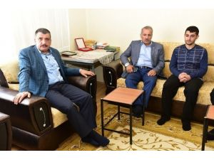 Milletvekili Şahin Ve Başkan Gürkan, Gazi Kara'yı Ziyaret Etti