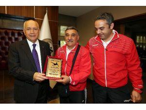 Onok Masterler Futbolcularından Başkan Yaşar'a Teşekkür Ziyareti
