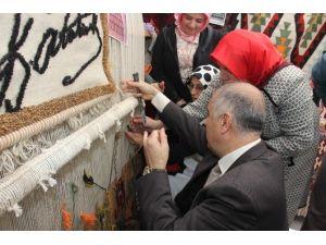 Giresun Valisi Karahan Tezgah Başında Halı Dokudu