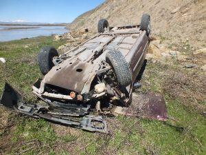 Muş'ta Otomobil Uçuruma Yuvarlandı: 2 Yaralı