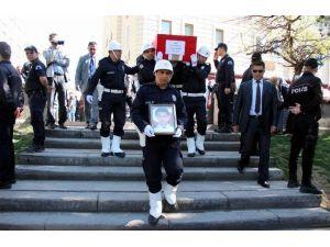 Şehit Kardeşi Ağabeyini Polis Selamıyla Uğurladı
