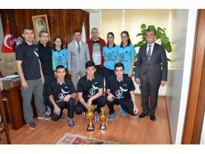Ataşbak, Şampiyon Masa Tenisi Takımlarını Kutladı
