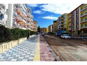 Eşref Bitlis Caddesi'nde, Çalışmalar Devam Ediyor